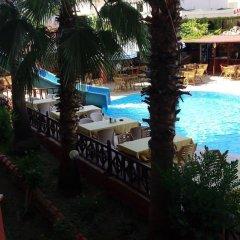 Semoris Hotel бассейн