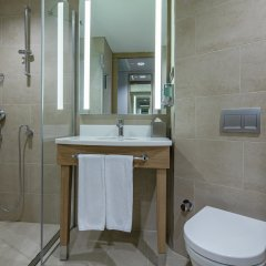 Отель Hampton by Hilton Istanbul Zeytinburnu ванная фото 2