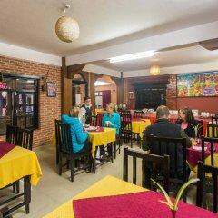 Отель Thamel Eco Resort Непал, Катманду - отзывы, цены и фото номеров - забронировать отель Thamel Eco Resort онлайн гостиничный бар