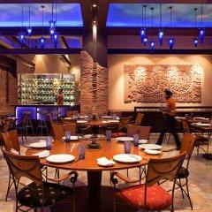Отель Radisson Blu Plaza Delhi Airport гостиничный бар