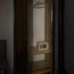 Cerviola Hotel сейф в номере