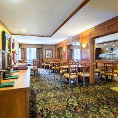 Отель Clarion Inn and Summit Center гостиничный бар