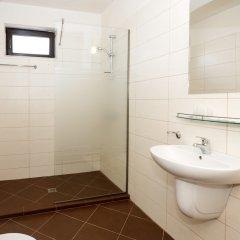 Отель New Line Village Apartments Болгария, Свети Влас - отзывы, цены и фото номеров - забронировать отель New Line Village Apartments онлайн ванная