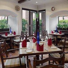 Отель Crowne Plaza Hotel Kathmandu-Soaltee Непал, Катманду - отзывы, цены и фото номеров - забронировать отель Crowne Plaza Hotel Kathmandu-Soaltee онлайн питание