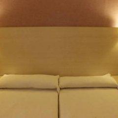 Отель Hostal Fina Испания, Барселона - отзывы, цены и фото номеров - забронировать отель Hostal Fina онлайн комната для гостей фото 5