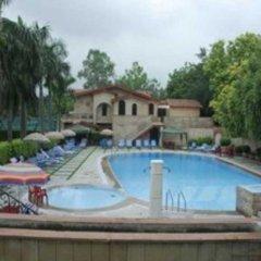 Отель Ashok Country Resort бассейн фото 3