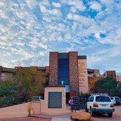 Desert Cave Hotel парковка