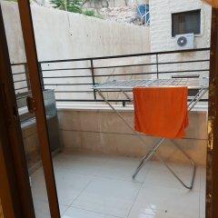 Отель Abdoun Hills Apartment Иордания, Амман - отзывы, цены и фото номеров - забронировать отель Abdoun Hills Apartment онлайн балкон