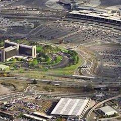 Отель Newark Liberty International Airport Marriott США, Ньюарк - отзывы, цены и фото номеров - забронировать отель Newark Liberty International Airport Marriott онлайн балкон