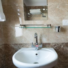 Отель Be Here Now Guest House Непал, Катманду - отзывы, цены и фото номеров - забронировать отель Be Here Now Guest House онлайн ванная
