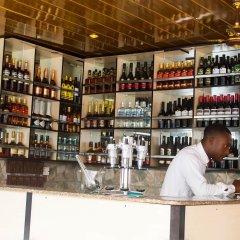Отель Keves Inn and Suites Нигерия, Калабар - отзывы, цены и фото номеров - забронировать отель Keves Inn and Suites онлайн гостиничный бар