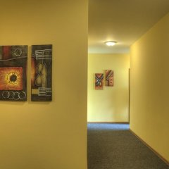 Отель Neon Guest Rooms Шумен интерьер отеля