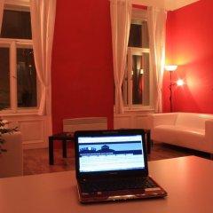 Отель Adam&Eva Hostel Prague Чехия, Прага - отзывы, цены и фото номеров - забронировать отель Adam&Eva Hostel Prague онлайн вестибюль