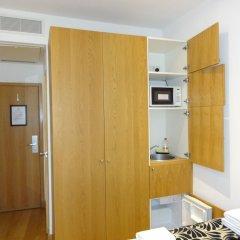 Апартаменты Studios 2 Let Serviced Apartments - Cartwright Gardens сейф в номере