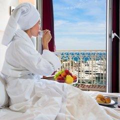 Отель Splendid Cannes Франция, Канны - 8 отзывов об отеле, цены и фото номеров - забронировать отель Splendid Cannes онлайн ванная фото 2