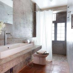 Отель Baan Saladaeng Boutique Guesthouse Бангкок ванная