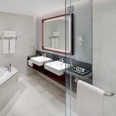 Отель Movenpick Hotel & Apartments Bur Dubai ОАЭ, Дубай - отзывы, цены и фото номеров - забронировать отель Movenpick Hotel & Apartments Bur Dubai онлайн ванная фото 2