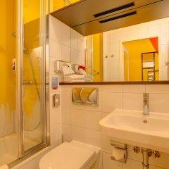 Отель MEININGER Hotel Leipzig Hauptbahnhof Германия, Лейпциг - 2 отзыва об отеле, цены и фото номеров - забронировать отель MEININGER Hotel Leipzig Hauptbahnhof онлайн ванная фото 2