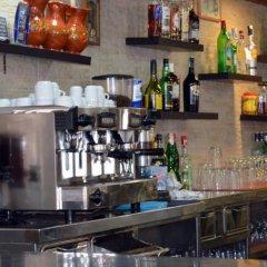 Отель Hostal Jakiton гостиничный бар