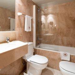 Отель Catalonia Barcelona Golf ванная фото 2