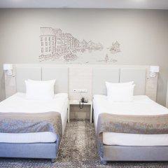 Гостиница Холидей ИНН комната для гостей фото 4