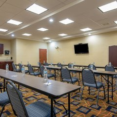 Отель Holiday Inn Express and Suites Lafayette East