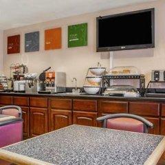 Отель Comfort Inn Monterey Park Монтерей-Парк гостиничный бар
