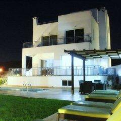 Отель Blue Coral Beach Villas бассейн