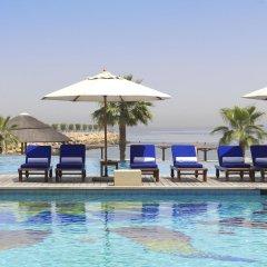 Отель Radisson Blu Resort, Sharjah бассейн фото 2