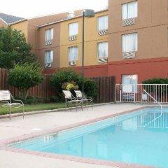 Отель Ramada by Wyndham Vicksburg бассейн