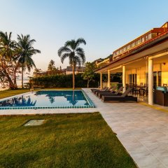 Отель On The Beach Villa by Lofty бассейн