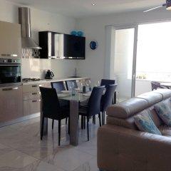 Апартаменты Luxury Seafront Apartment With Pool Каура комната для гостей фото 5