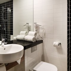 Отель Holiday Inn Express Rotterdam - Central Station Роттердам ванная