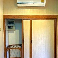 Отель Tonsai Bay Resort сейф в номере
