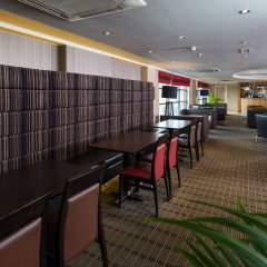 Отель Holiday Inn Express London Luton Airport гостиничный бар