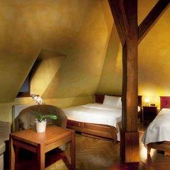 Отель U Zlatych nuzek Чехия, Прага - отзывы, цены и фото номеров - забронировать отель U Zlatych nuzek онлайн комната для гостей