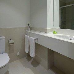 Отель Black & White 3 Apartment by Feelfree Rentals Испания, Сан-Себастьян - отзывы, цены и фото номеров - забронировать отель Black & White 3 Apartment by Feelfree Rentals онлайн ванная