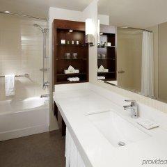 Отель Delta Hotels by Marriott Montreal ванная фото 2
