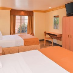 Отель Value Inn Worldwide-LAX сейф в номере