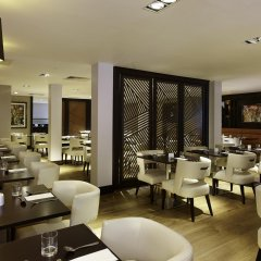 DoubleTree by Hilton London - Ealing Hotel гостиничный бар