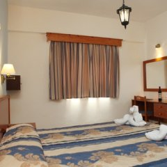 Damon Hotel Apartments сейф в номере