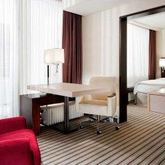 Отель Sheraton Munich Arabellapark Hotel Германия, Мюнхен - отзывы, цены и фото номеров - забронировать отель Sheraton Munich Arabellapark Hotel онлайн удобства в номере фото 2