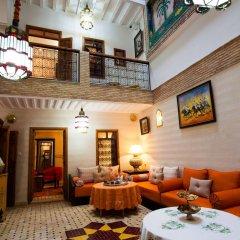 Отель Dar Ikalimo Marrakech развлечения