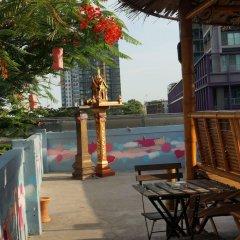 Отель Padi Madi Guest House Бангкок приотельная территория
