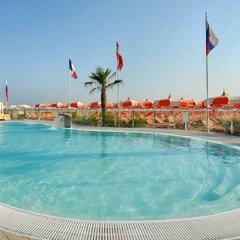 Отель Quisisana Риччоне бассейн