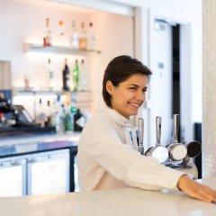 Отель NH London Kensington гостиничный бар