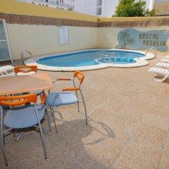 Отель Hostal Rosalia бассейн