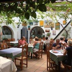 Отель Restaurante Blanco y Verde Испания, Кониль-де-ла-Фронтера - отзывы, цены и фото номеров - забронировать отель Restaurante Blanco y Verde онлайн питание