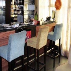Отель Lakeem Suites Adebola гостиничный бар