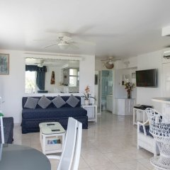 Отель Dolphin Beach Suite комната для гостей